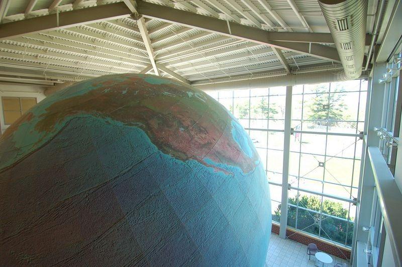 eartha-plus-grand-globe-rotation-04