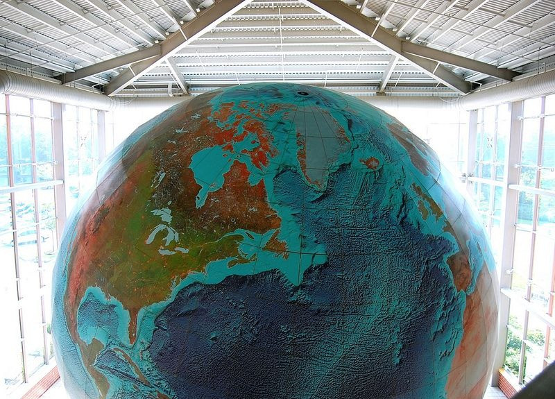 eartha-plus-grand-globe-rotation-05