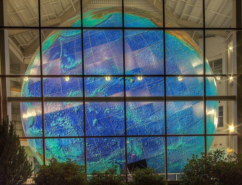 eartha-plus-grand-globe-rotation-06
