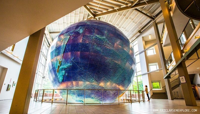 eartha-plus-grand-globe-rotation-07