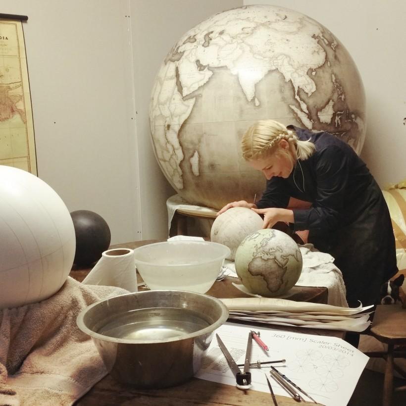 fabrication-globe-terrestre-artisanale-01