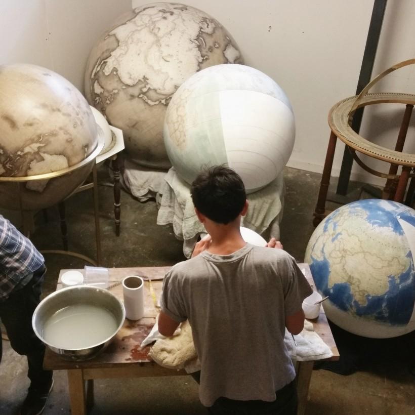 fabrication-globe-terrestre-artisanale-07