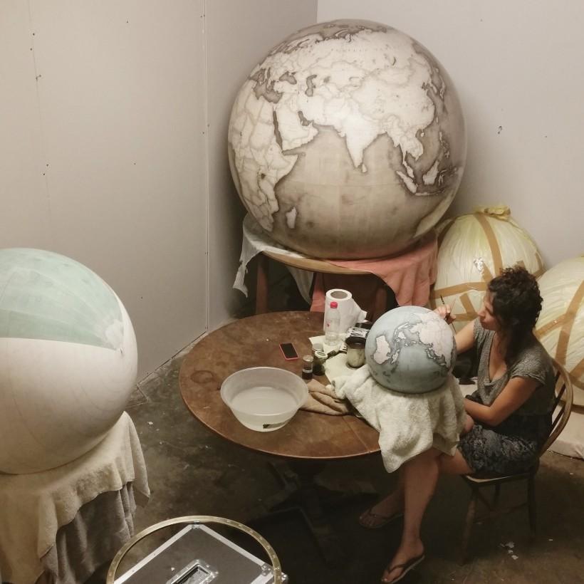fabrication-globe-terrestre-artisanale-12