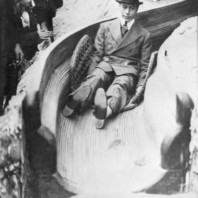 futur-roi-George-VI-helter-skelter-Wembley-Exhibition-London-1925