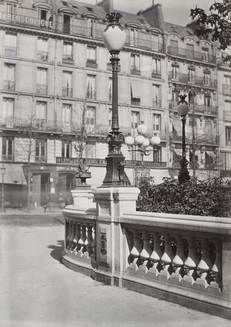 Lampadaire_Paris_Charles_Marville_Arts_et_Metiers_modèle_actuel_1878