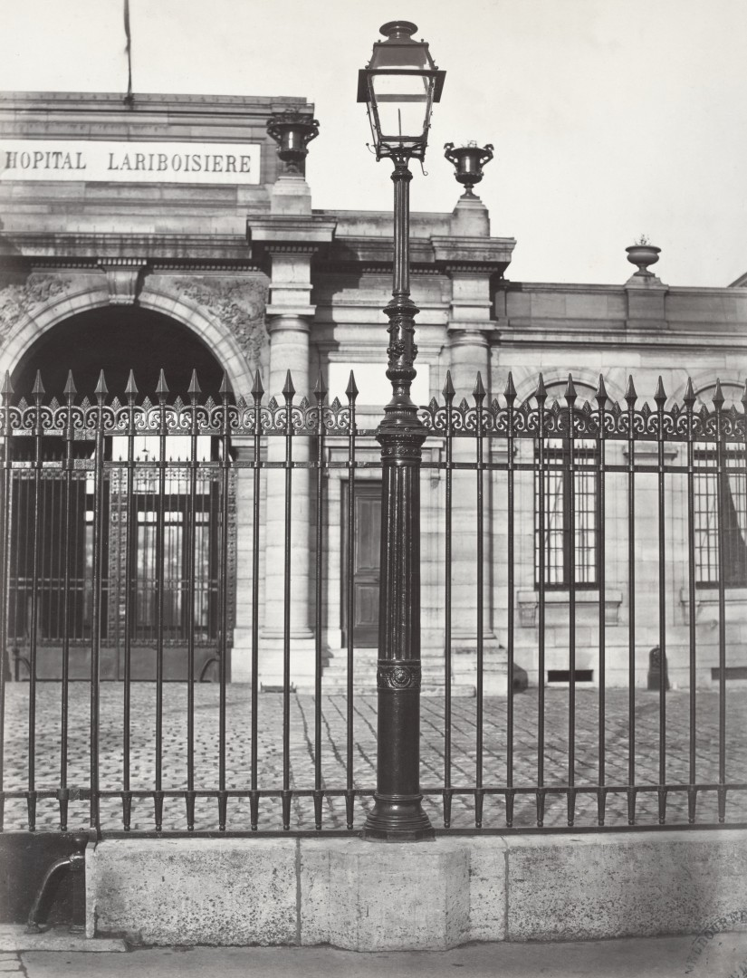 Lampadaire_Paris_Charles_Marville_Hopital_Lariboisière_1878