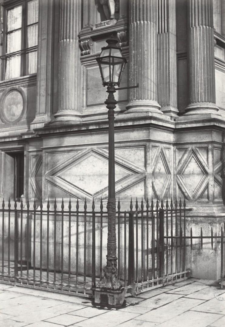 Lampadaire_Paris_Charles_Marville_Hotel_de_Ville_grille_de_la_façade_1878