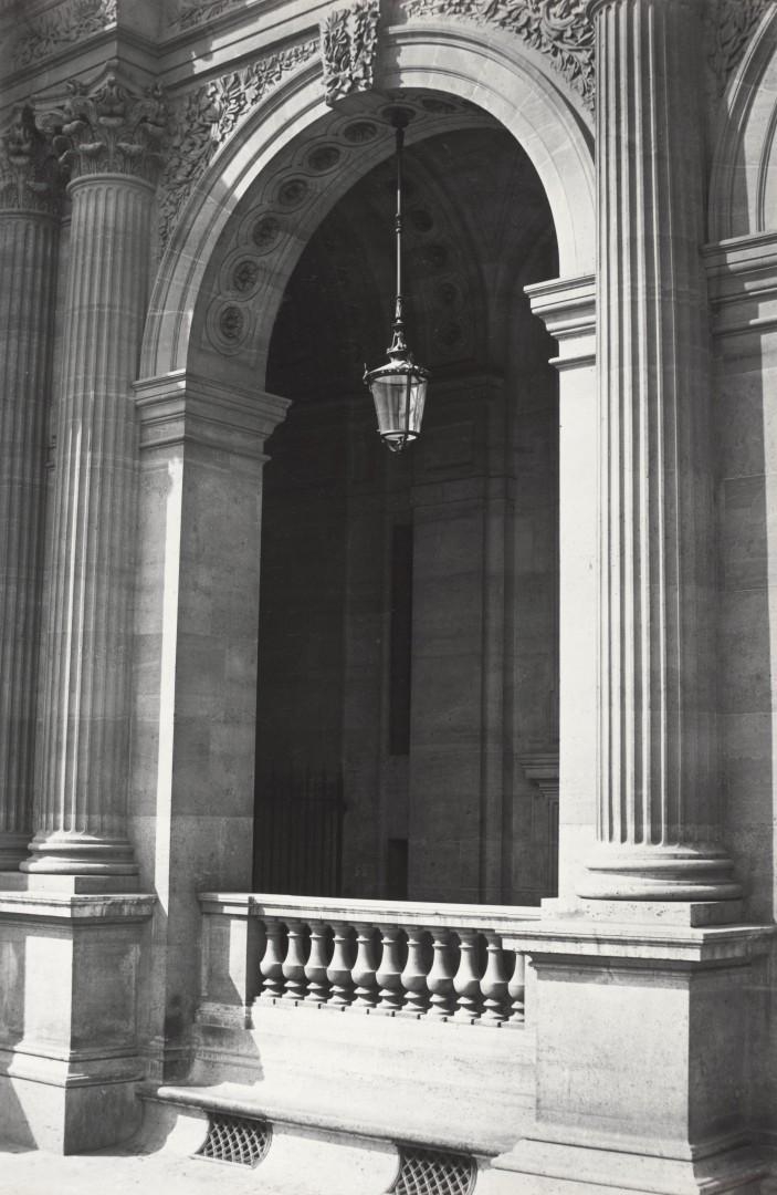 Lampadaire_Paris_Charles_Marville_Louvre_Entree_de_la_Bibliothèque_1878