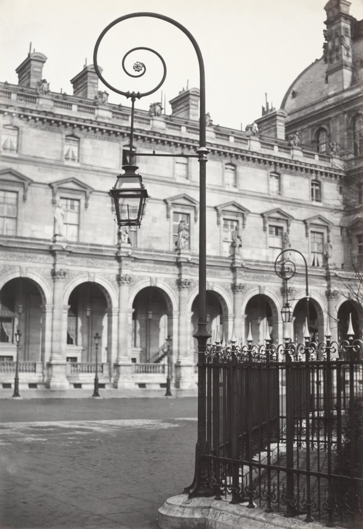 Lampadaire_Paris_Charles_Marville_Louvre_Place_Napoleon_III_1878