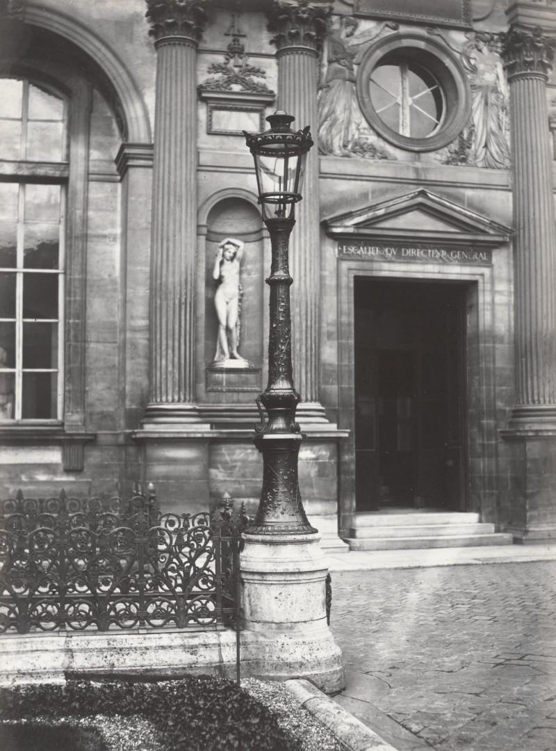 Lampadaire_Paris_Charles_Marville_Louvre_ancienne_cour_1878