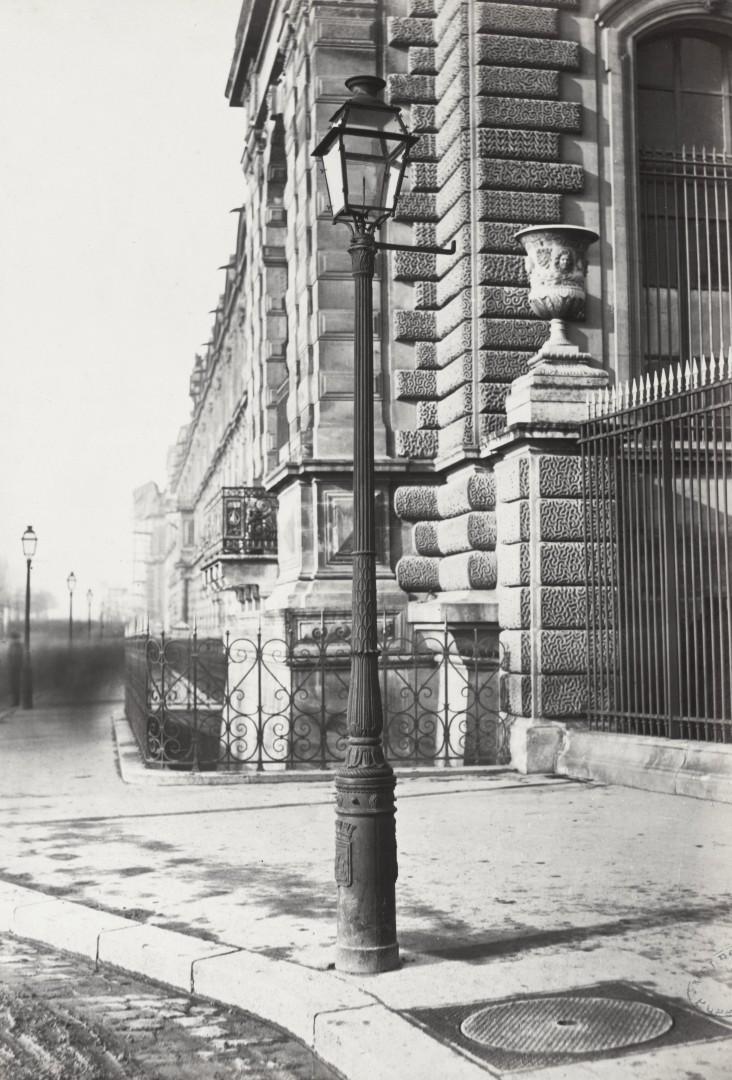 Lampadaire_Paris_Charles_Marville_Pavillon_Charles_IX_ancien_modèle_1878