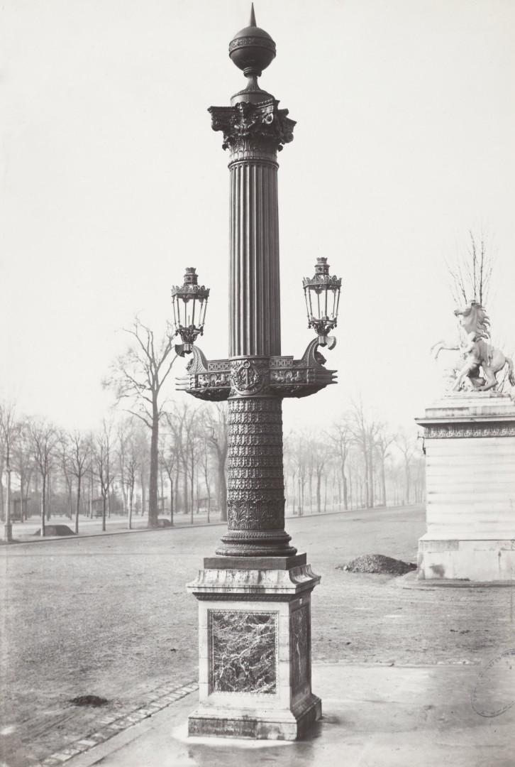 Lampadaire_Paris_Charles_Marville_Place_de_la_Concorde_colonne_rostrale_1878