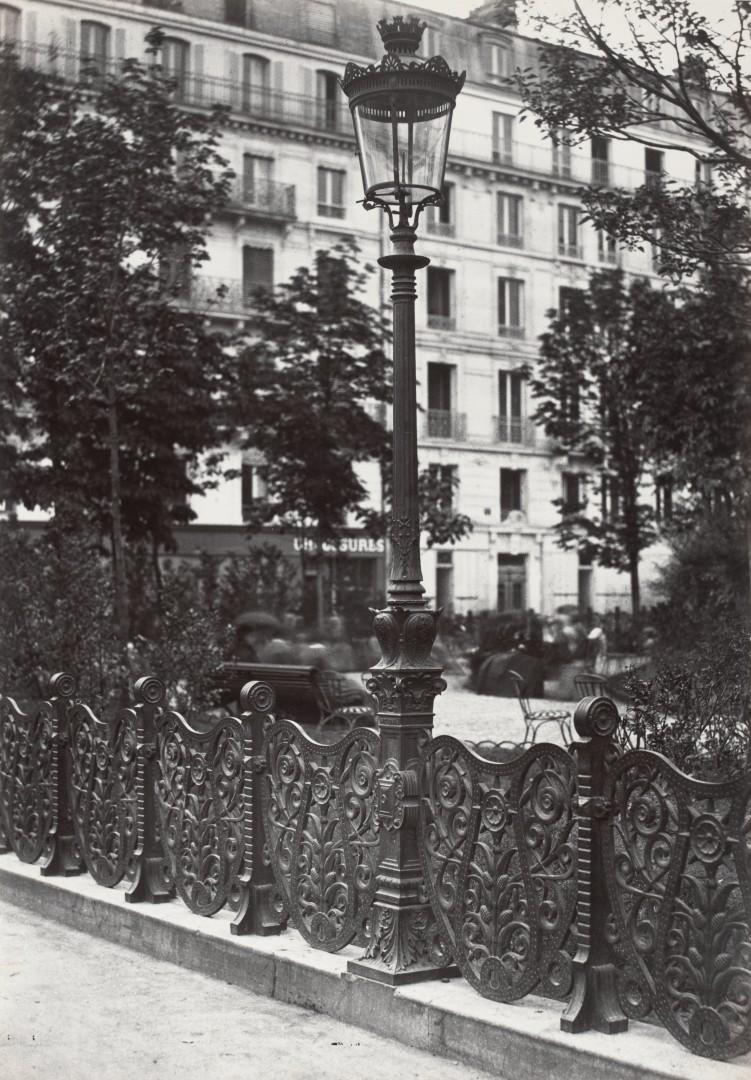 Lampadaire_Paris_Charles_Marville_Square_Montholon_1878
