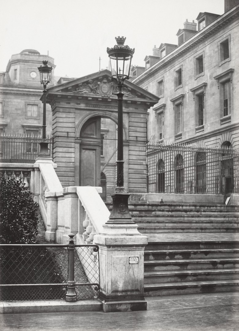 Lampadaire_Paris_Charles_Marville_Square_du_College_de_France_1878