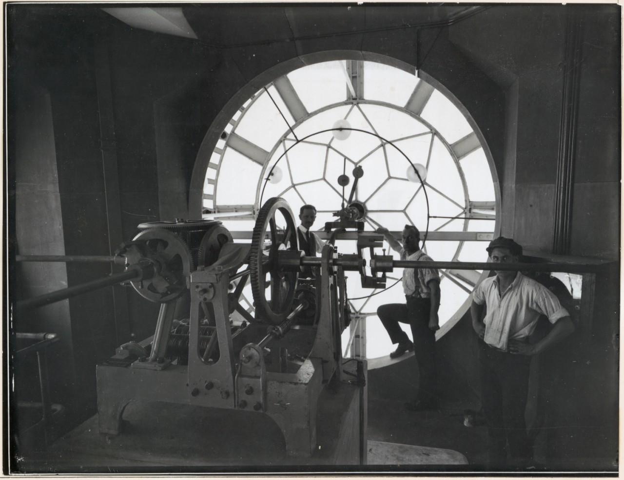 Le mécanisme de l'horloge en 1920
