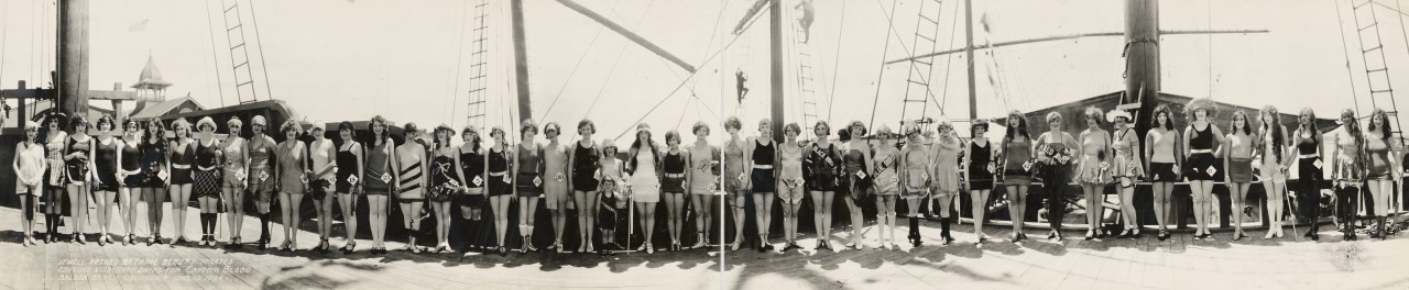 miss-panoramique-Jewell-Pathes-Bathing-Beauty-Pirates-capture-Vitagraph-Ships-for-Captain-Blood-Balboa-Beach-California-June-15-1924