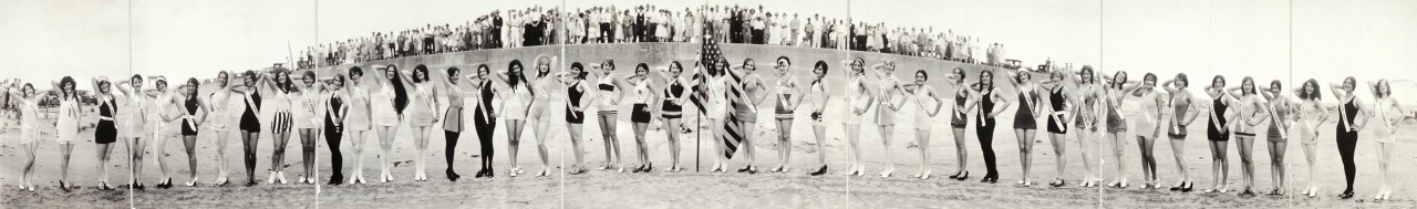 miss-panoramique-Third-International-Pageant-of-Pulchritude-and-Ninth-Annual-Bathing-Girl-Revue-view-with-arms-up-Galveston-Texas