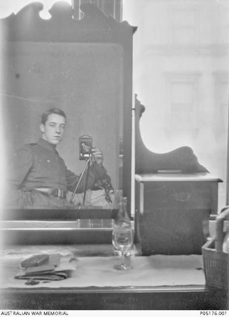 vieux-selfie-mirroir-autoportrait-12