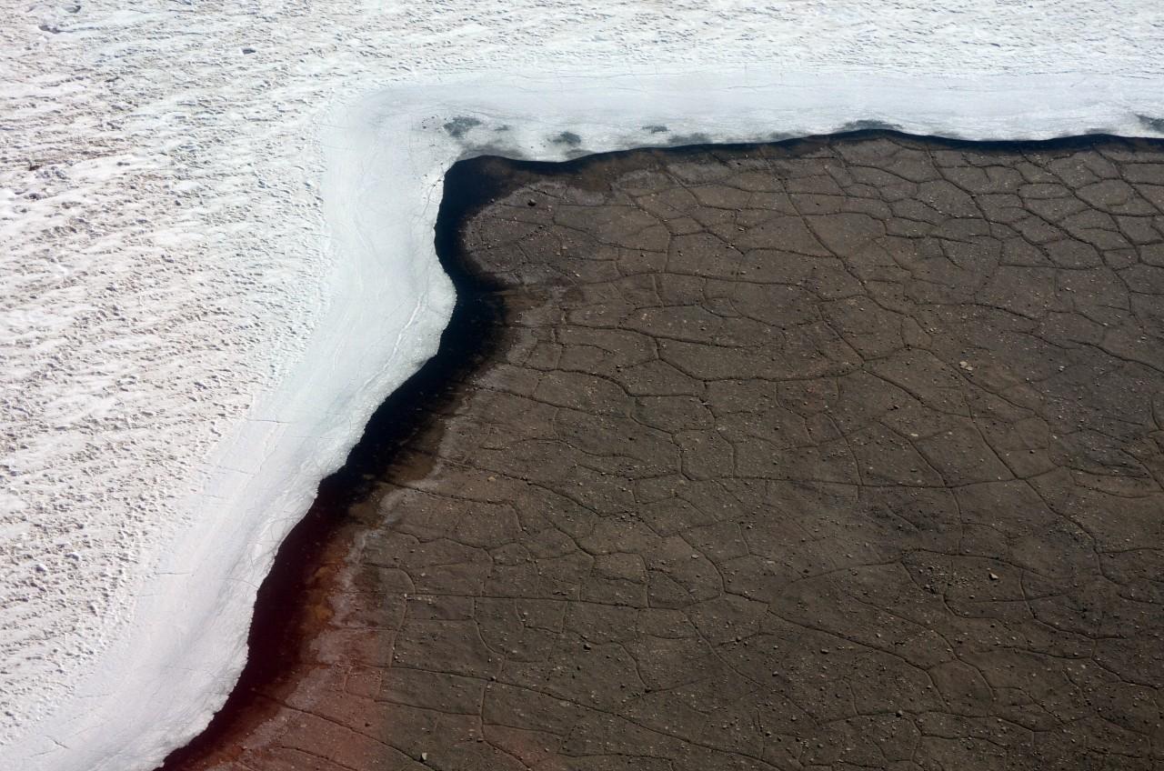 """Les Blood Falls, littéralement, """"cascades de sang"""", sont une coulée d'oxyde de fer en marge du glacier Taylor, dans les vallées sèches de McMurdo - Peter Rejcek"""