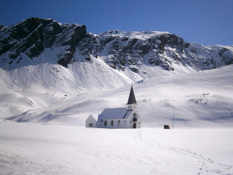 Une église luthérienne norvégienne proche d'un camp de baleiniers abandonné sur l'île de South Georgia - Julian Race