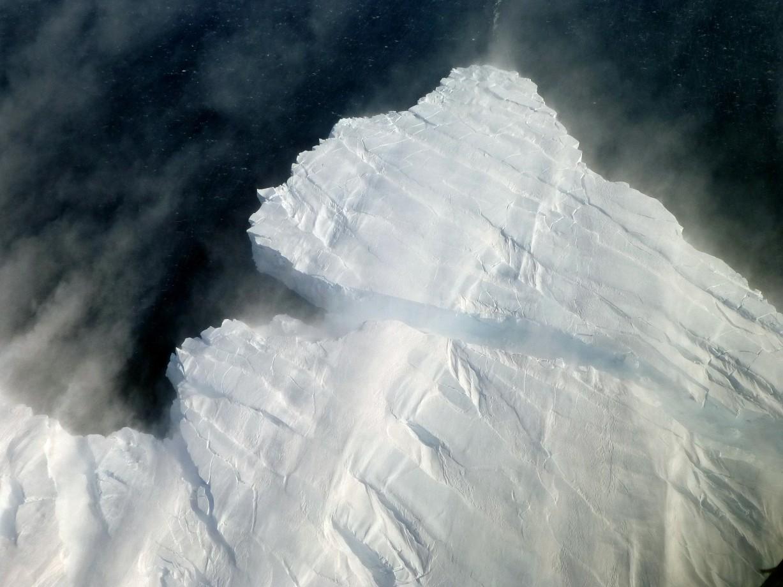 La naissance d'un iceberg de 80m de haut se brisant du glacier de Pine Island - Jose Vinas