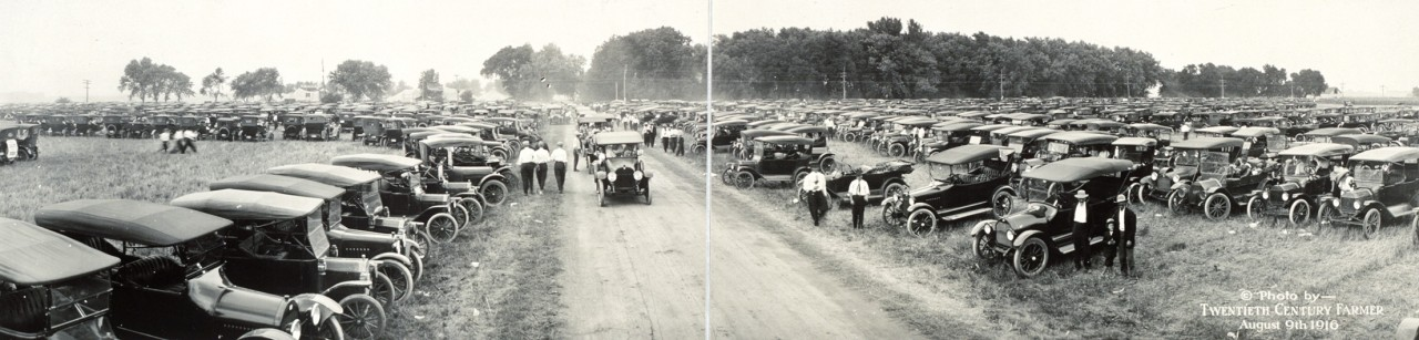 Des photos panoramiques anciennes de véhicules (Reportage photo) By Laboiteverte 07-Automobiles-at-Fremont-Tractor-Show-Aug-9-1916-1280x307