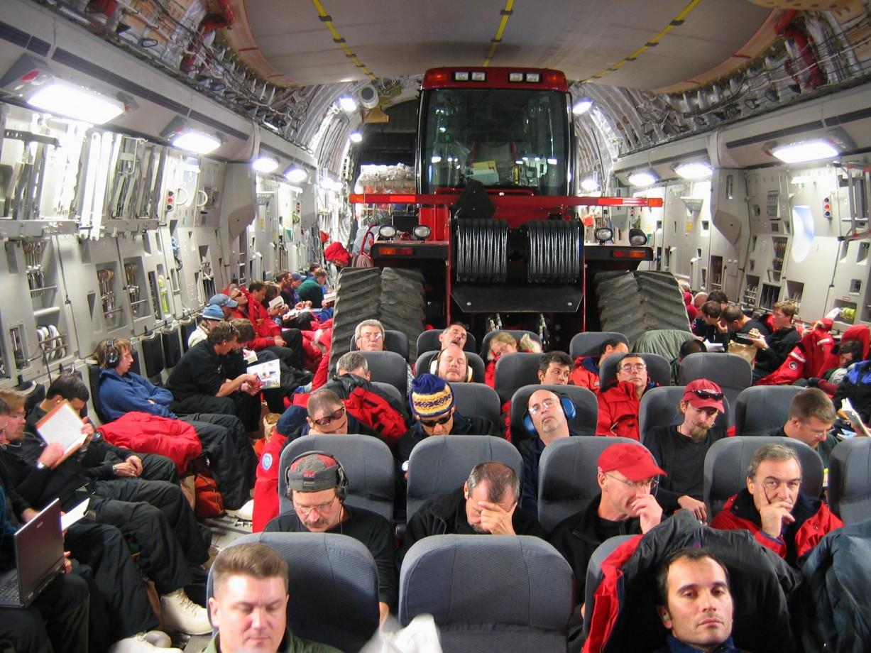 La cargaison et les passagers se partagent l'espace disponible