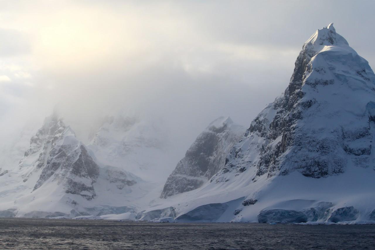 Des montagnes de la péninsule Antarctique - Kelly Jacques