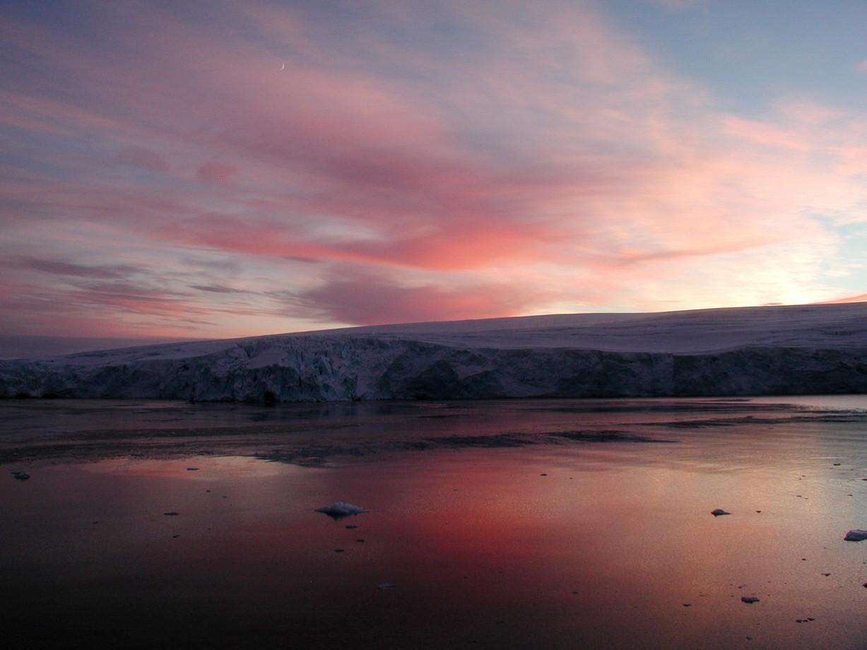 Un coucher de soleil sur Arthur Harbor - Zee Evans