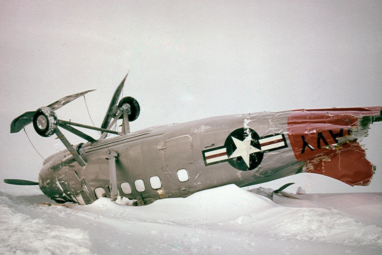 Un avion UC1 retourné par une violente tempête en 1958