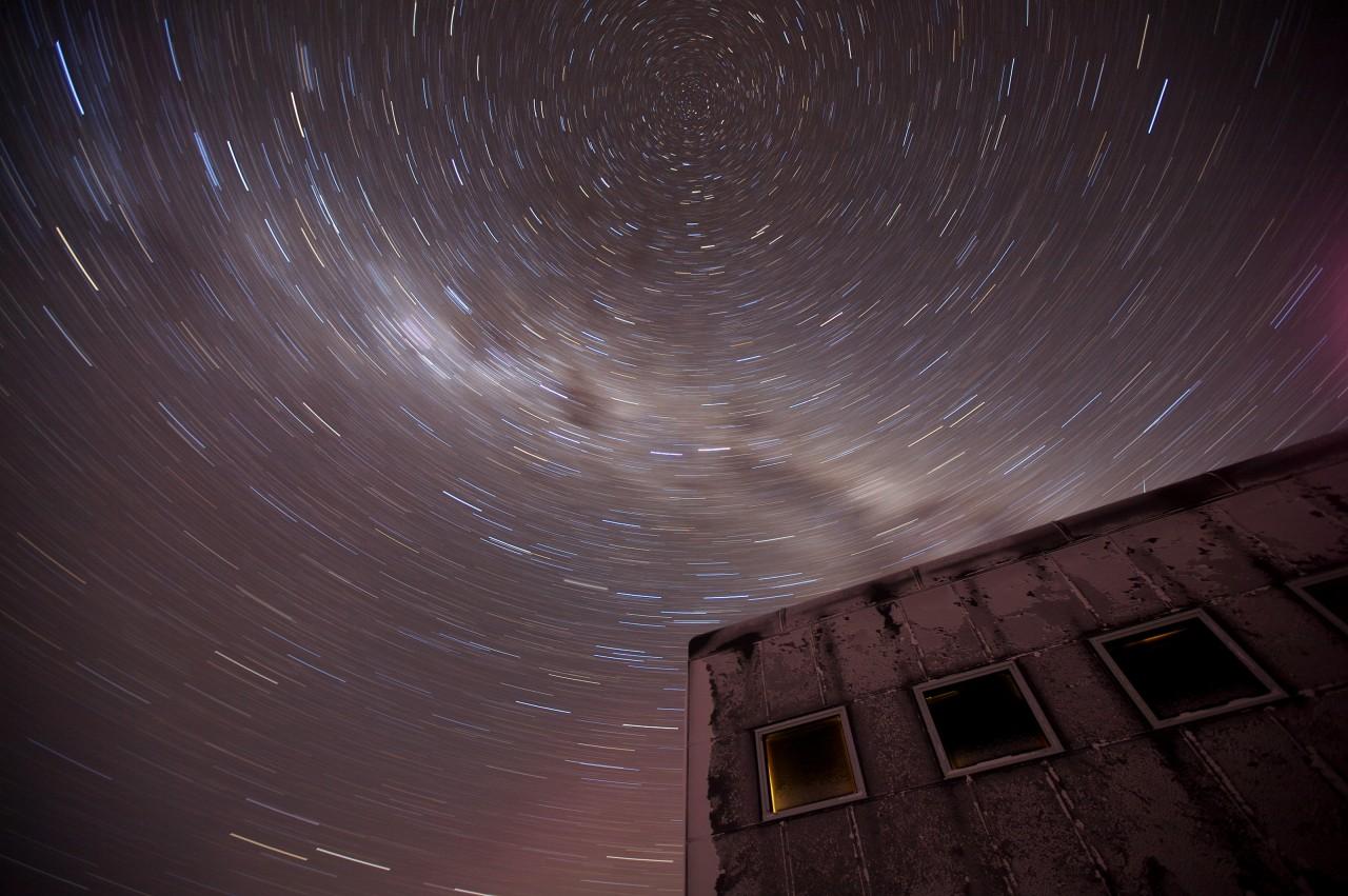 20 minutes d'exposition révèlent l'axe de rotation de la terre - Patrick Cullis