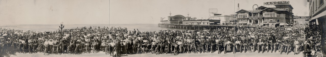 Le club de motards de Los Angeles à Venice Beach - 1911