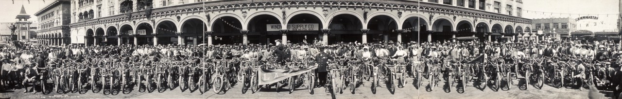 Des motos à Venice, Californie - 1910