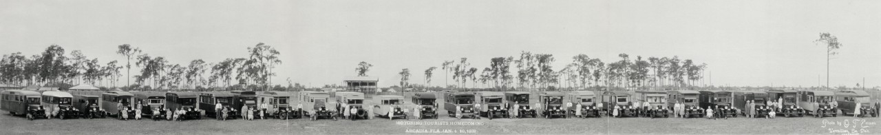 Des photos panoramiques anciennes de véhicules (Reportage photo) By Laboiteverte 29-Motoring-tourists-homecoming-Arcadia-Fla-Jan-4-10-1932-1280x196