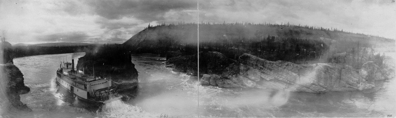 Des photos panoramiques anciennes de véhicules (Reportage photo) By Laboiteverte 38-The-low-lining-up-Five-Finger-Rapids-1899-1280x384