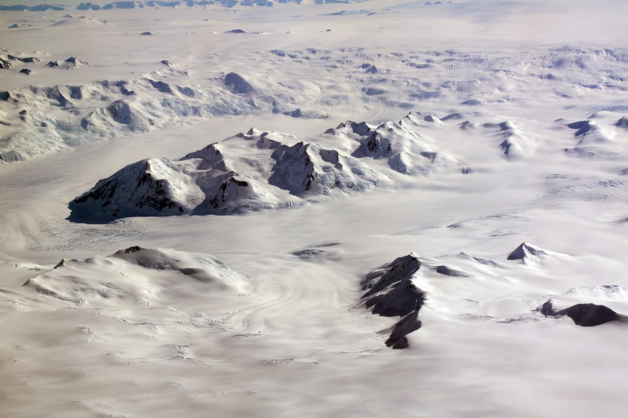 5-montagnes-neige-pole-sud-aerien