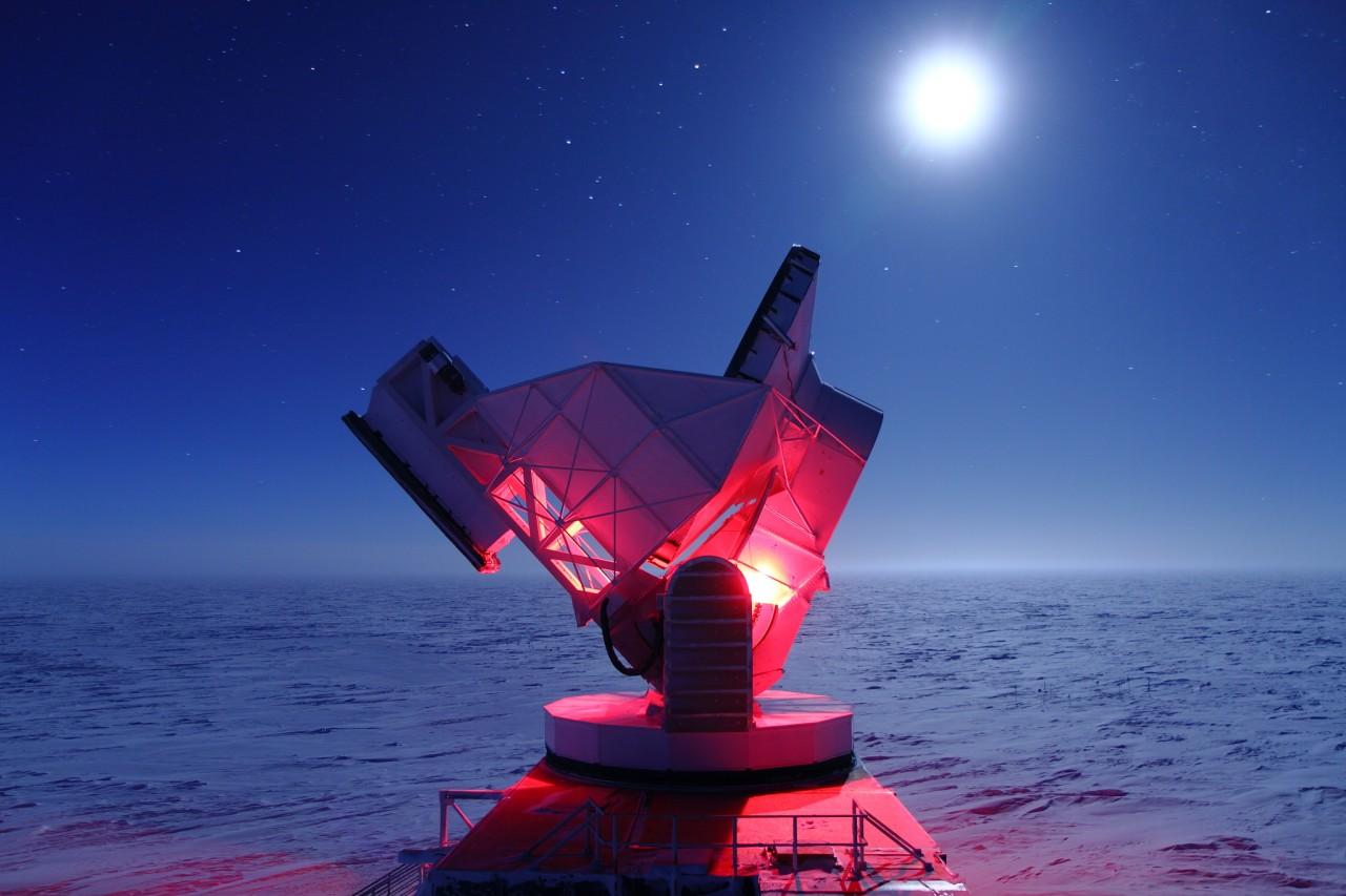 Lumiere-rouge-maintenance-telescope-pole-sud