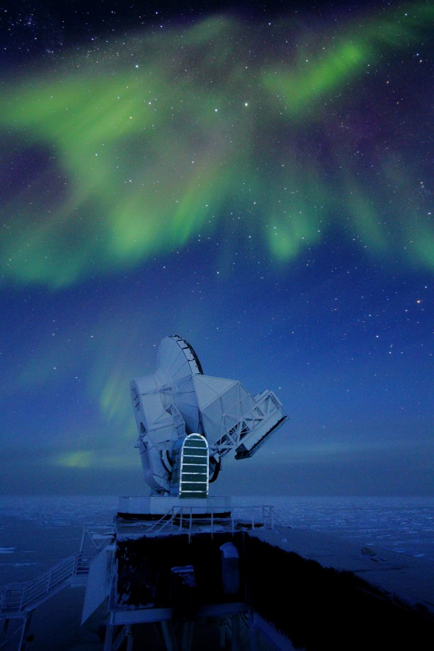 Une aurore au dessus du télescope - Daniel Luong-Van