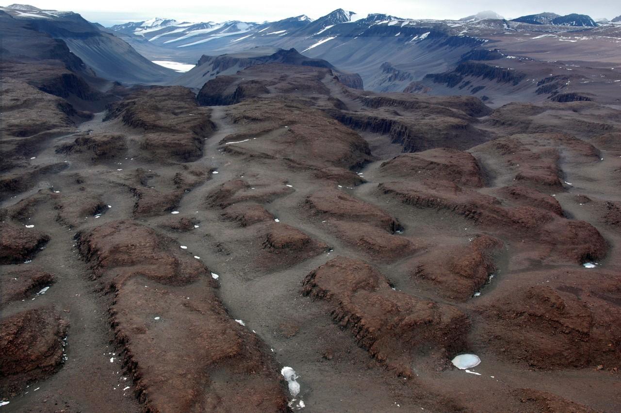 Les vallées sèches de McMurdo sont une des régions les plus désertiques de la planète et la plus grande étendue sans glace de l'Antarctique. Elles auraient été créées par une ancienne inondation - Peter Sejcek