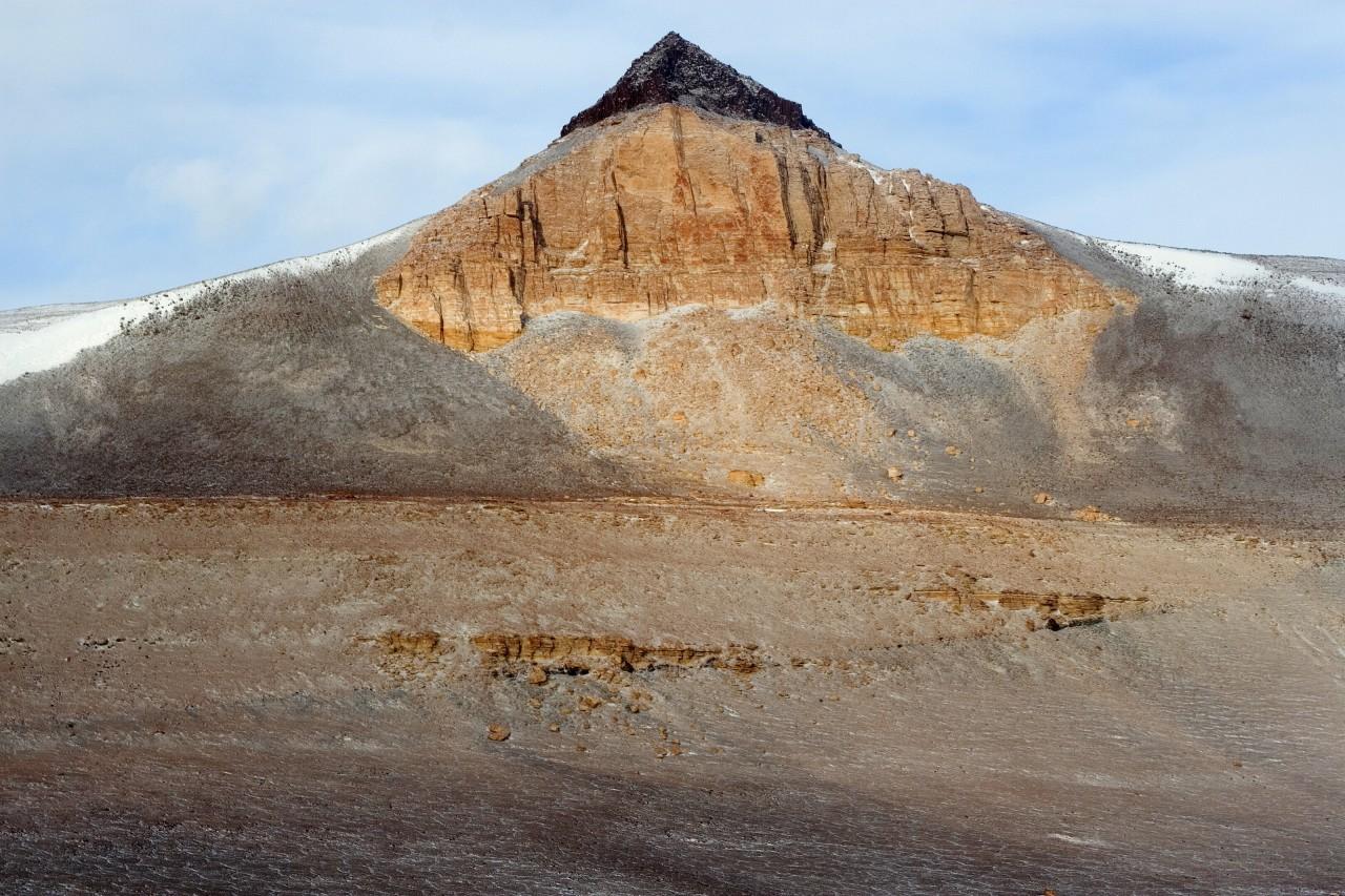 Une montagne pyramidale de la chaîne de l'Olympus - Chris Kannen