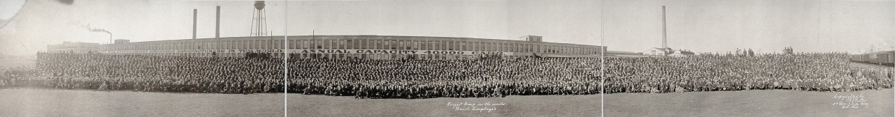 Largest-group-in-the-world-Buick-Employe-1913