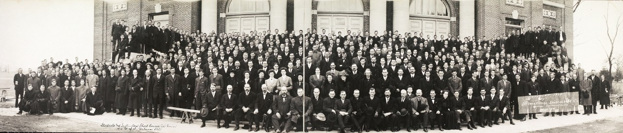 Students-and-instructors-short-course-in-corn-1910-U-of-I-Urbana-Ill-1910