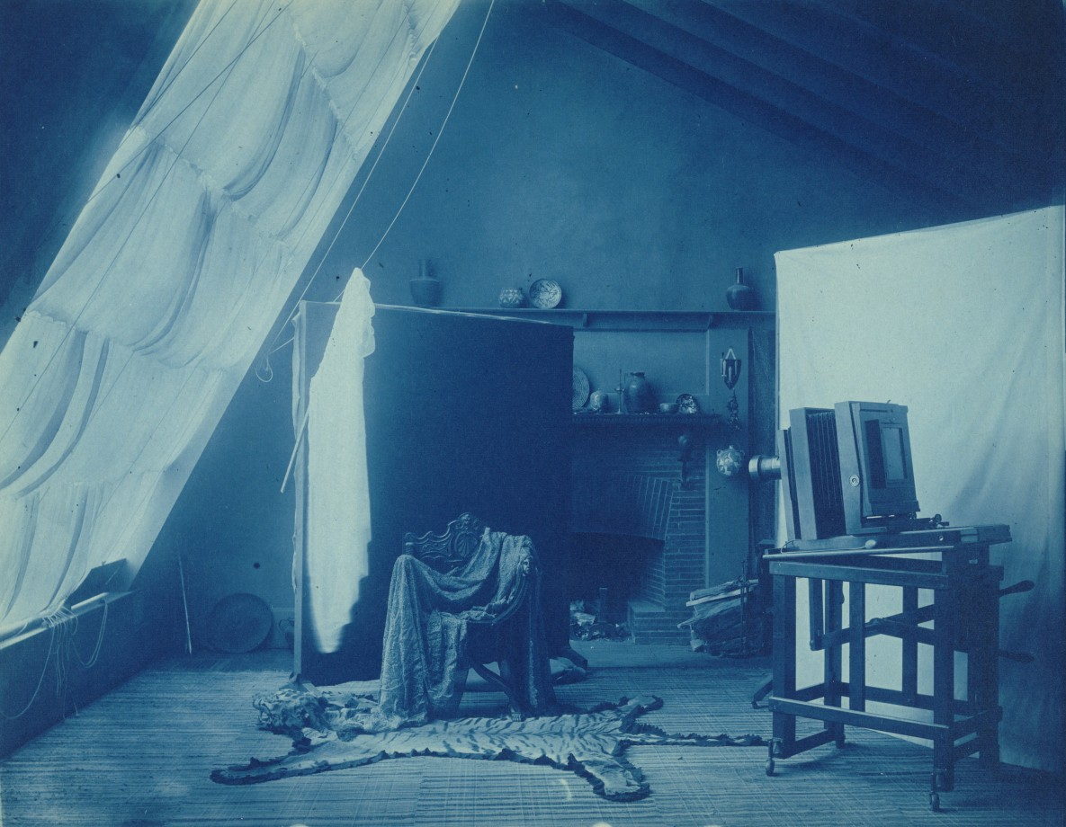 L'intérieur du studio de Frances Benjamin Johnston à Washington