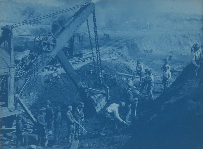 Des hommes travaillent sur une pelleteuse à vapeur, Duluth - 1891