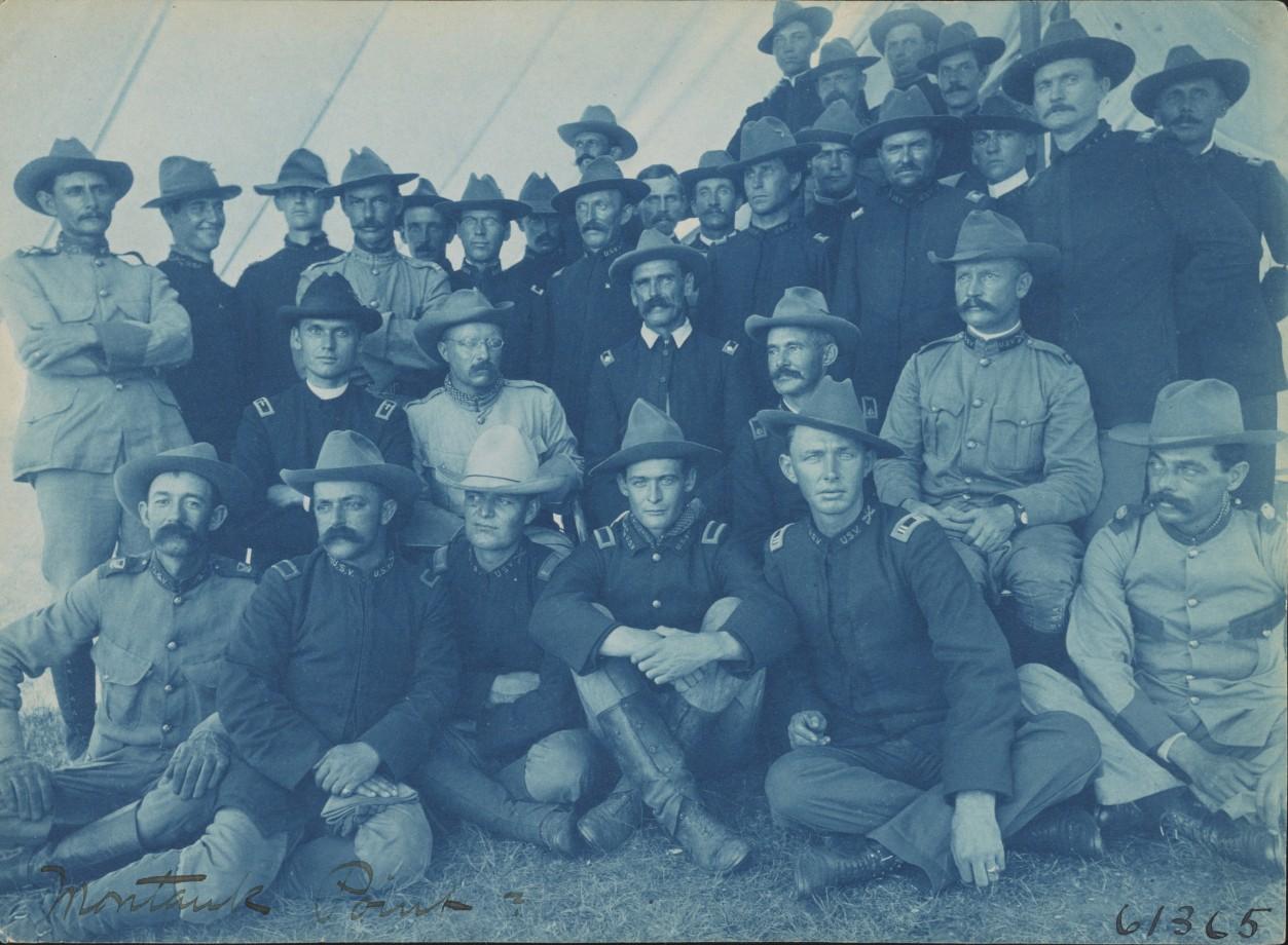 Le Col. Roosevelt avec ses hommes