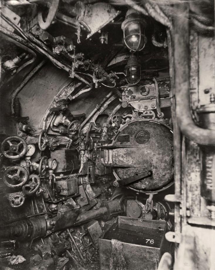 uboat-interieur-controles-sousmarin-04