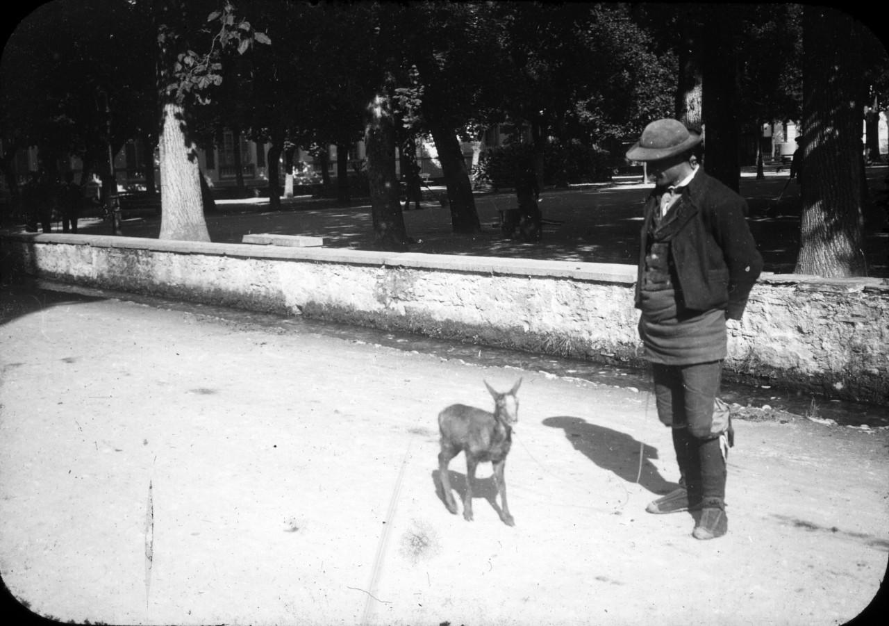 L'homme au chevreau, Luchon - <1910