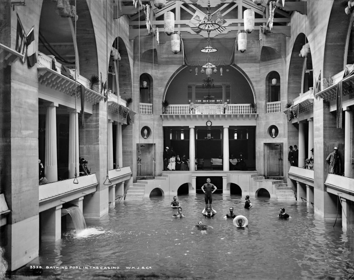 La piscine de l'hôtel Ponce de León, St. Augustine en Floride, 1898