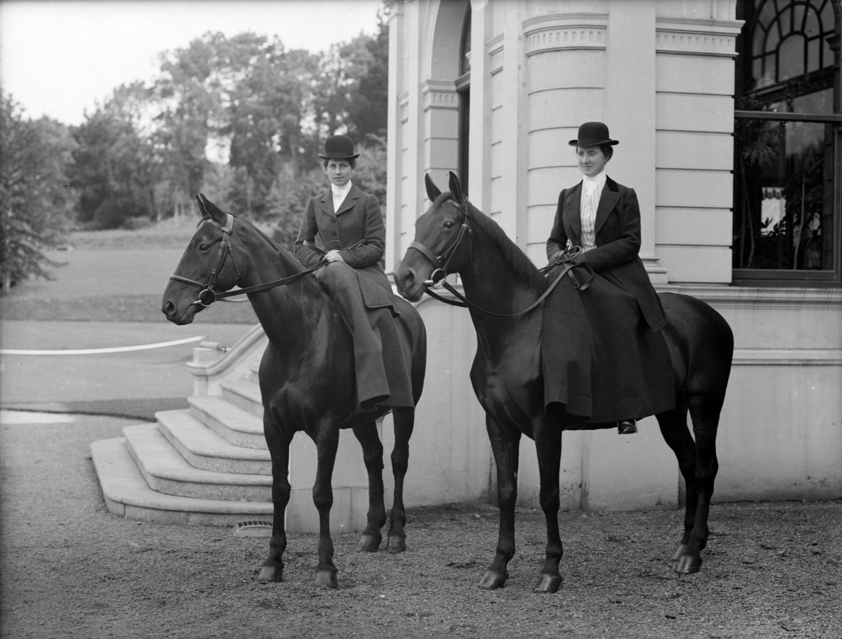 Cavalières à la Grace Dieu Lodge, Waterford ( Irlande ), 1903