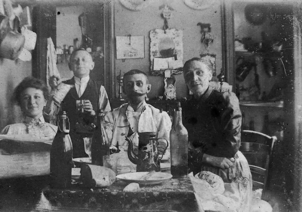 """Mangez, buvez et soyez heureux - 1900"""